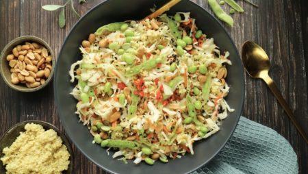 aasialainen salaatti sitruunanmakuisella kalanmaksaöljyllä