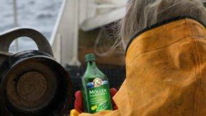 Möllerin kalanmaksaöljyä laivassa Lofooteilla